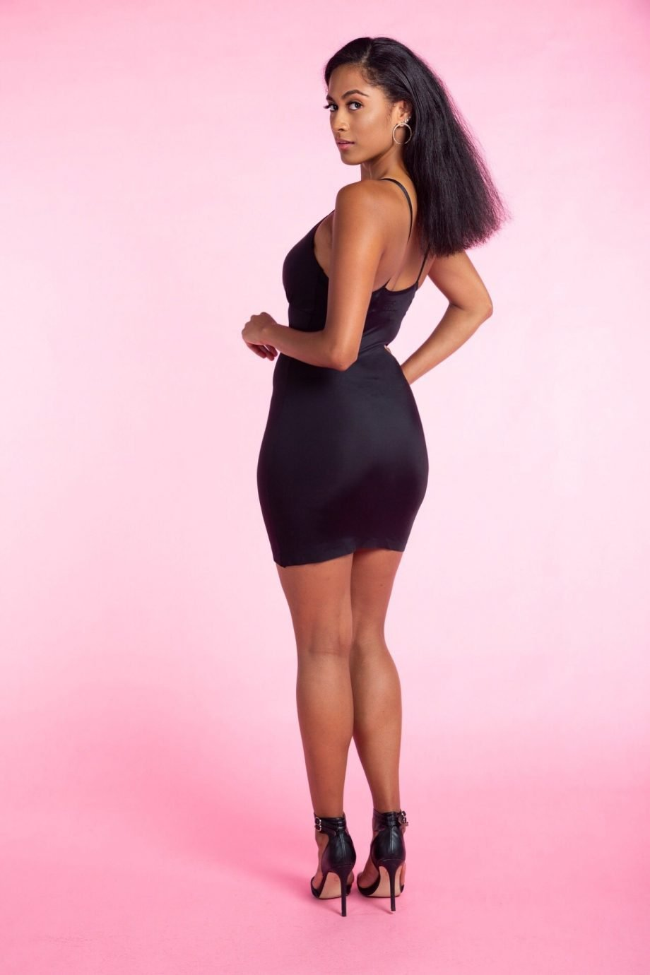 Full body seamless shaper in black